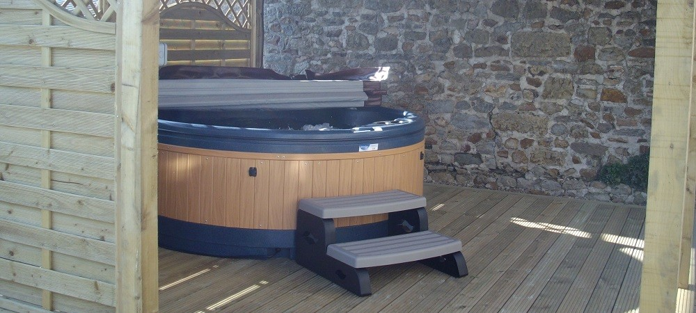 Cardsmill Farm Holidays Dorset - Taphouse hot tub