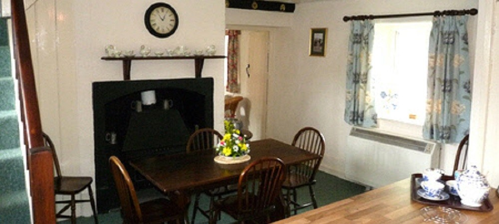 Character Farm Cottages - Sycamores dining area