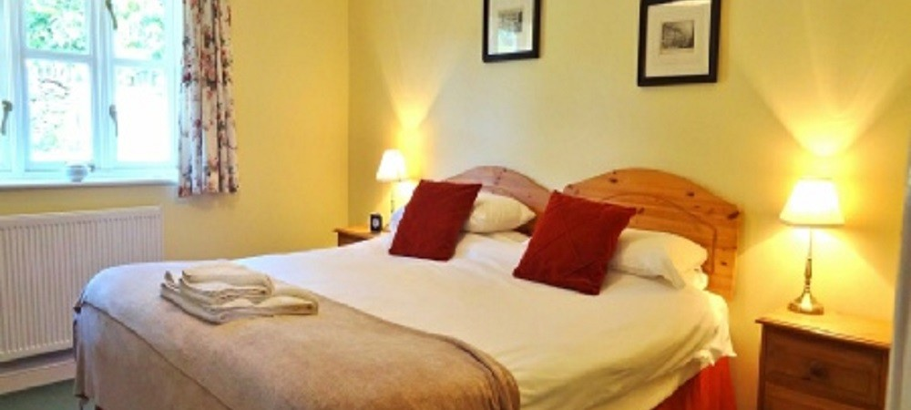 Character Farm Cottages - Willows and Brambles double bedroom