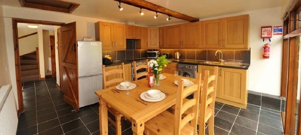 Drewstone Farm Holidays Woodcutters Cottage kitchen