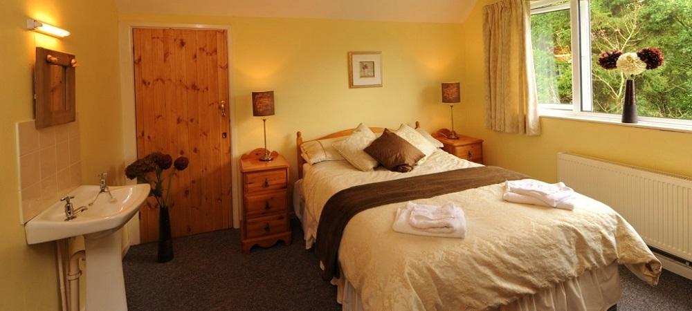 Drewstone Farm Holidays Woodland Hideaway bedroom