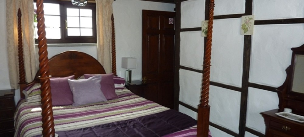 Hendra Paul Cottages Badger Bedroom