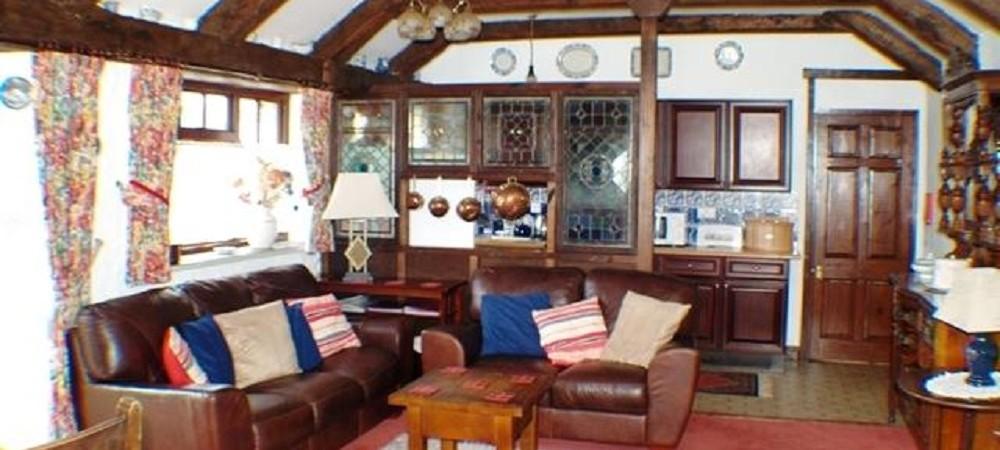 Hendra Paul Cottages Badger lounge