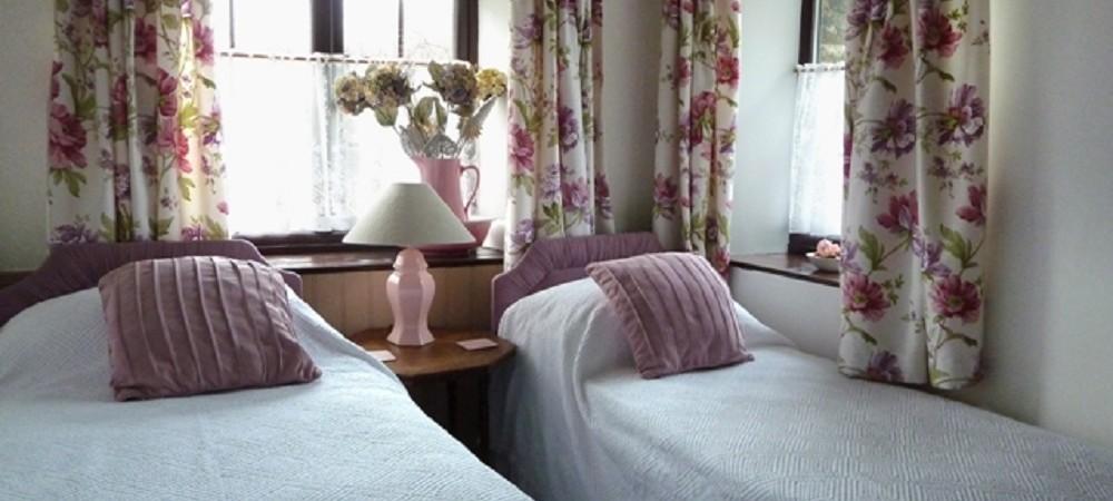 Hendra Paul Cottages Barn Owl Cottage bedroom 2