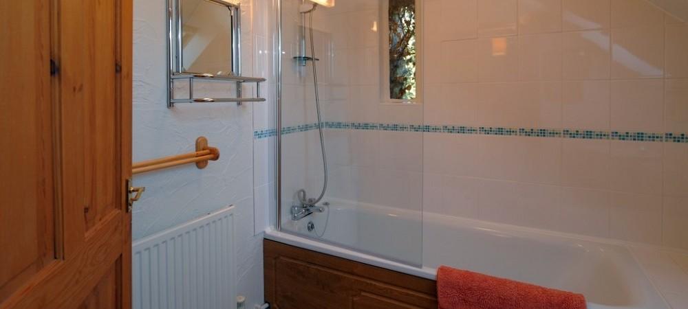 Lower Hearson Farm Threshing Barn bathroom