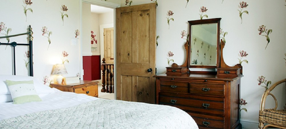 Pollaughan Farm Holiday Cottages Farmhouse double bedroom
