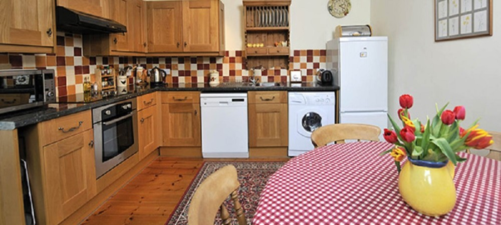 Pollaughan Farm Holiday Cottages Farmhouse kitchen