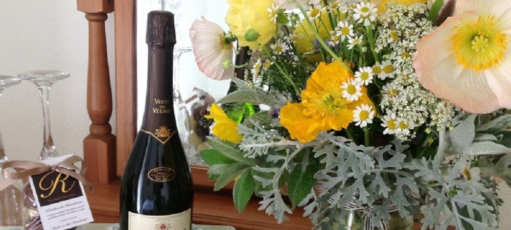 Pollaughan Farm Holiday Cottages champagne