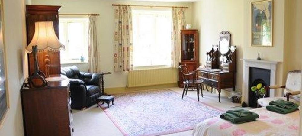 Puncknowle Manor Cottages - Berwick Manor bedroom