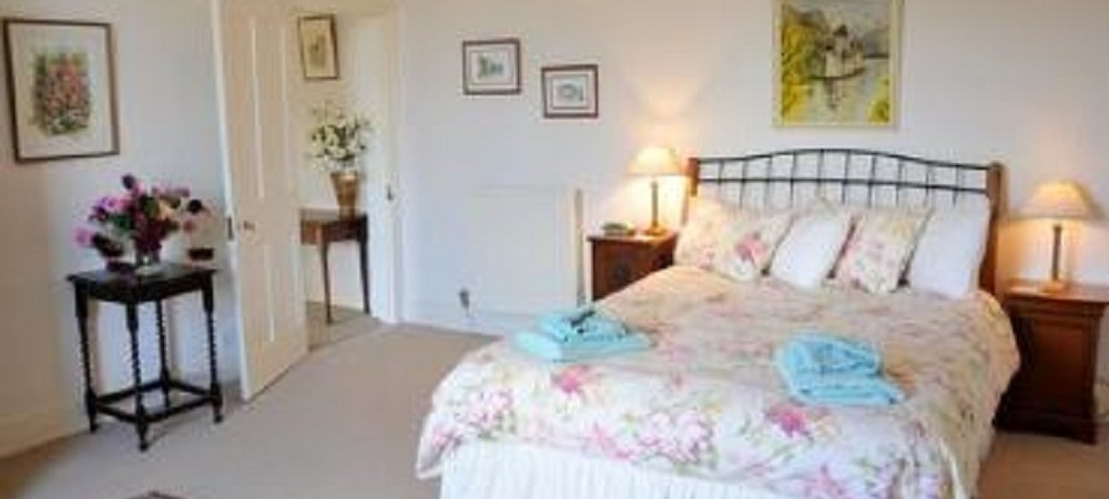 Puncknowle Manor Cottages - Farmhouse bedroom