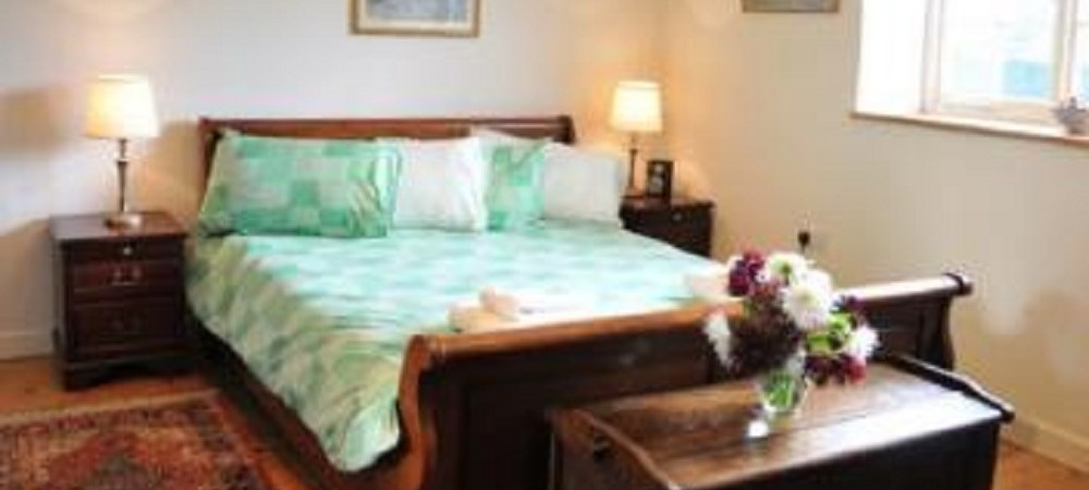 Puncknowle Manor Cottages - The Carriage House bedroom
