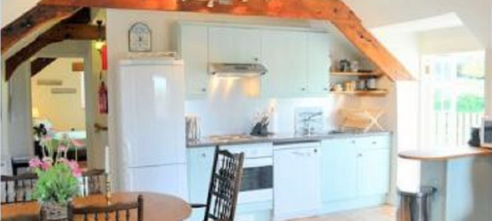 Puncknowle Manor Cottages - The Carriage House kitchen area