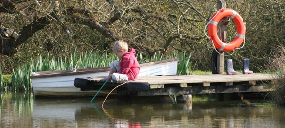 Rudge Farm Cottages child by lake