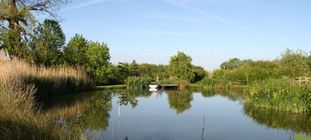 Rudge Farm Cottages lake