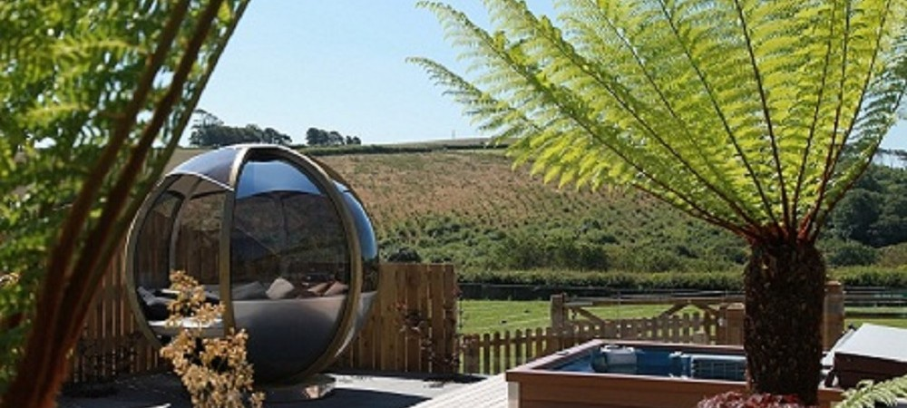 Tredethick Farm Cottages - hot tub