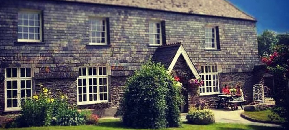 Trenake Manor Farm bed and breakfast