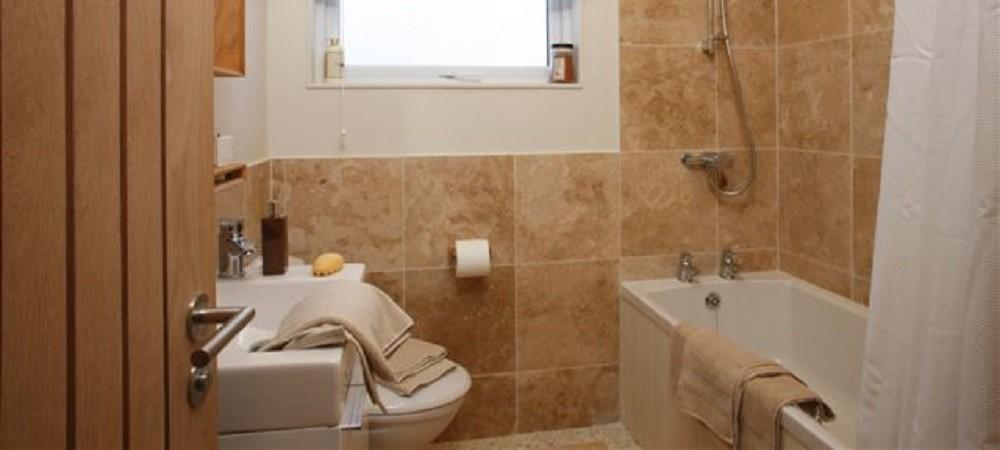 Bovisand Lodge Holiday Park Devon - Lodges bathroom